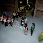 """Το κοινό περιμένει για την πρεμιέρα της παράστασης """"Ο καλός άνθρωπος του Σετσουάν"""" (17/09/2009)"""