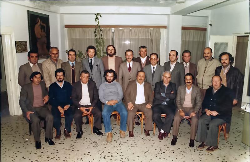 Το Δημοτικό Συμβούλιο επί πρώτης Δημαρχιακής θητείας του Τάσου Σουλακάκη την περίοδο  1978-1982. Όρθιοι από αριστερά: Κιζιρίδης Τάκης- Δουλάμης Ζαχαρίας- Γιαννούτσος Γιάννης- Αγγλιάς Θόδωρος- Λασκαράκης Γιάννης- Σουλακάκης Τάσος- Καλογιαννίδης Παναγιώτης- Μιχαηλίδης Σάββας- Φωτιάδης Απόστολος- Καρακατσάνης Απόστολος- Γκιούλας Μιχαήλ- Πετρίδης Δημήτρης. Καθήμενοι από αριστερά: Ελενίδης Κώστας- Πανταζίδης Κώστας- Παρασκευόπουλος Μιχάλης- Δούκας Χρήστος- Κεβρεκίδης Θόδωρος- Συβρικόζης- Μανδάνης Λευθέρης- Αδαμίδης Βαγγέλης.