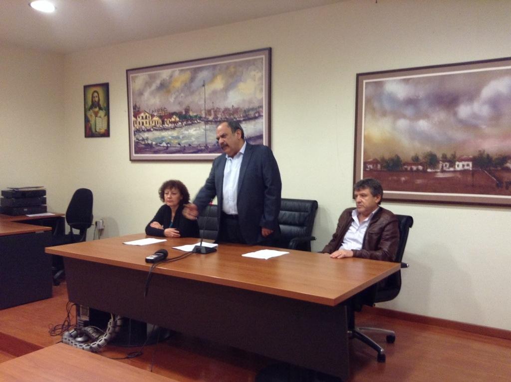 Ο υποψήφιος δήμαρχος Αλεξανδρούπολης με τη Λαϊκή Συσπείρωση, Σάββας Δευτεραίος μαζί με τους εν ενεργεία και υποψηφίους δημοτικούς συμβούλους κ.κ. Φανή Τρέλλη και Πασχάλη Πεϊχαμπέρη (19/3/2014 ώρα 20:00)