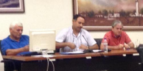 Το προεδρείο του ΔΣ στη συνεδρίαση της 28/07/2014, στη μέση ο πρόεδρος κ. Χρήστος Μπίκος