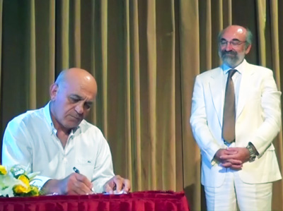 Ο κ. Γιώργος Παντελίδης, αντιδήμαρχος Διοικητικών & Οικονομικών από 16/9, στην τελετή ορκομωσίας των μελών του ΔΣ την 25/08/2014 υπό το βλέμμα του δημάρχου, κ. Βαγγέλη Λαμπάκη