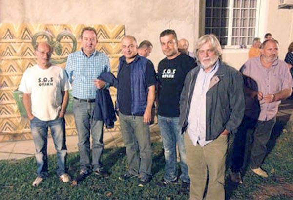 Από αριστερά οι κ.κ. Ανέστης Στρατιάδης, Δημήτρης Χαρίτου, δεύτερος από δεξιά ο κ. Ηλίας Σταυρίδης και δεξιά ο κ. Τόλης Παπαγεωργίου (ιδρυτής του Παρατηρητηρίου Μεταλλευτικών Δραστηριοτήτων antigold.org)