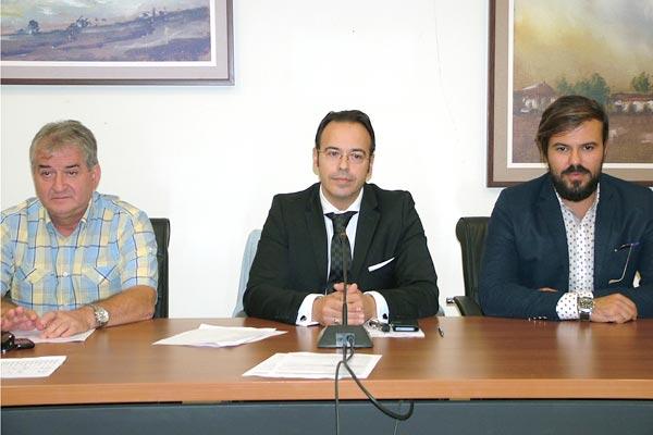 Το Προεδρείο του Δ.Σ. του Δήμου Αλεξανδρούπολης από 1/9/2014 έως 5/3/2017 (από αριστερά ο αντιπρόεδρος κ. Ταρτανής, στη μέση ο πρόεδρος κ. Γκοτσίδης και δεξιά ο γραμματέας κ. Αραμπατζής)