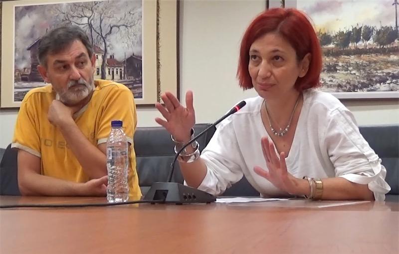 Η σύμβουλος του δημάρχου κ. Γεωργία Αγγελινά στη συνεδρίαση της Δημοτικής Κοινότητας Αλεξανδρούπολης της 15/10/2014 στις 18:44 (δίπλα της ο σύζυγός της και υποψήφιος δημοτικός σύμβουλος με το συνδυασμό Πόλη & Πολίτες κ. Μπίκος Παναγιώτης)
