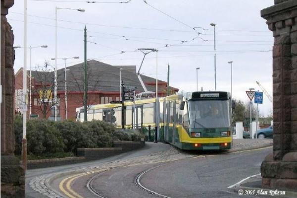To ultra light tram του Birkenhead στο Ηνωμένο Βασίλειο (ενεργειακά αποτελεσματικό με κατανάλωση 1Kw/km για όχημα 200 επιβατών)