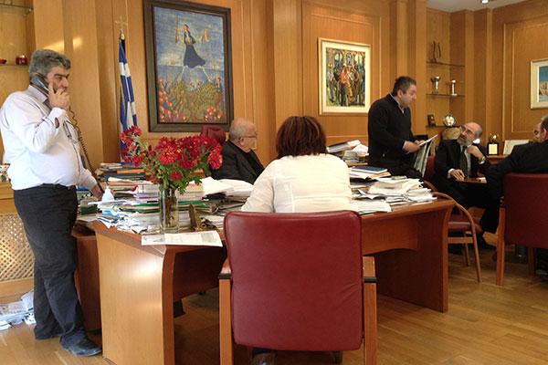 Ο δημότης κ. Καραμπατζάκης υποστηρίζει το αίτημα της συζύγου του στην Οικονομική Επιτροπή ΔΣ της 21/11/2014