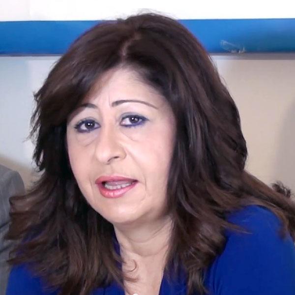 Η κ. Ελένη Ιντζεπελίδου-Συτμαλίδου στις 13/1/2014 όταν παρουσιάστηκε από το δήμαρχο κ. Λαμπάκη ως υποψήφια δημοτική σύμβουλος