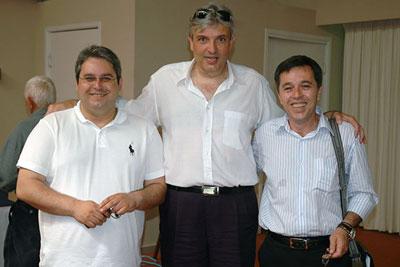 Από την εκλογική διαδικασία της εκλογής νέου προέδρου ΝΟ.Δ.Ε. Έβρου το Μάη του 2010, αριστερά και δεξιά οι υποψήφιοι κ.κ. Σταύρος Σταυράκογλου και Βαγγέλης Ρούφος και στο κέντρο ο απερχόμενος τότε πρόεδρος κ. Μπάμπης Παναγόπουλος (τελικά ο κ. Σταυράκογλου έλαβε 2.337 ψήφους και ποσοστό 58,4% ενώ ο κ. Ρούφος πήρε 1.664 ψήφους και ποσοστό 41,6%)