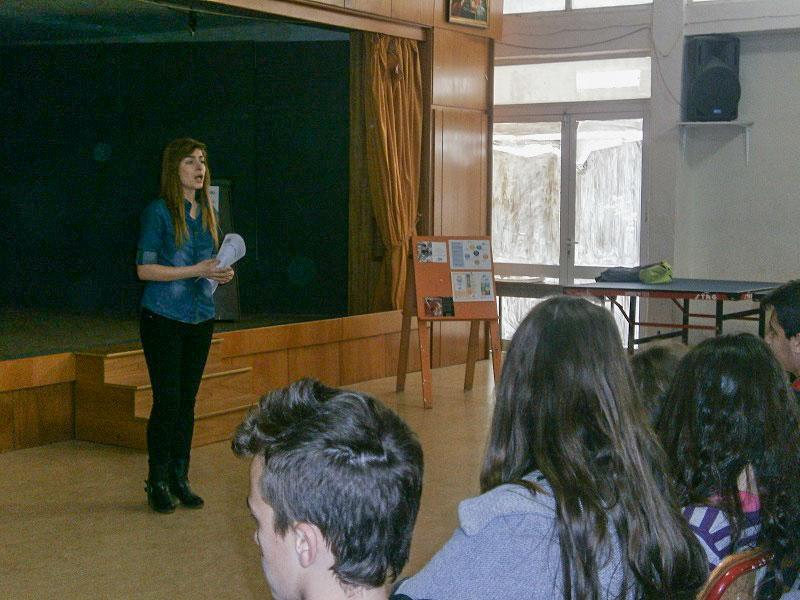 """Επίσκεψη """"εθελοντών από τις Κοινωνικές Δομές Aμεσης Αντιμετώπισης της Φτώχειας 'Ξένιος Ζευς' """" στο 4ο Γυμνάσιο Αλεξανδρούπολης (26/2/2014)"""