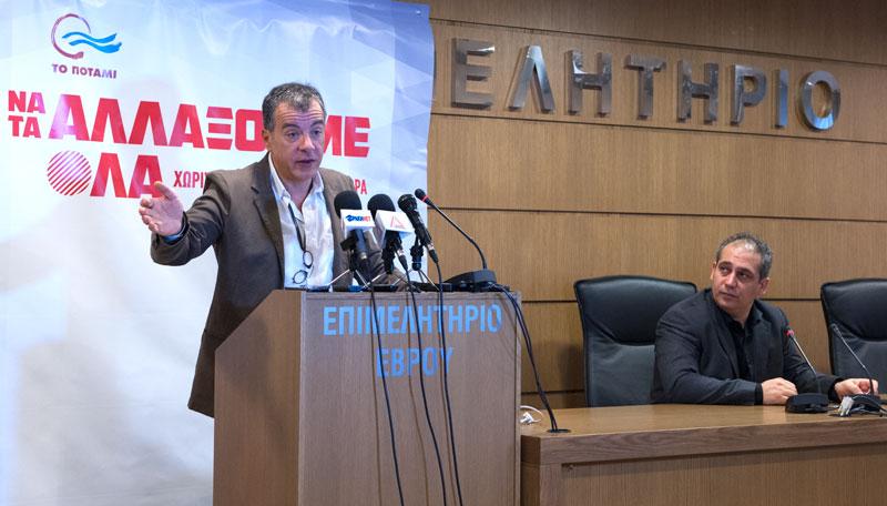Αριστερά ο κ. Σταύρος Θεοδωράκης και δεξιά ο κ. Στάθης Γρηγοριάδης στη συνέντευξη τύπου του Ποταμιού στην Αλεξανδρούπολη την Κυριακή 4/1/2015