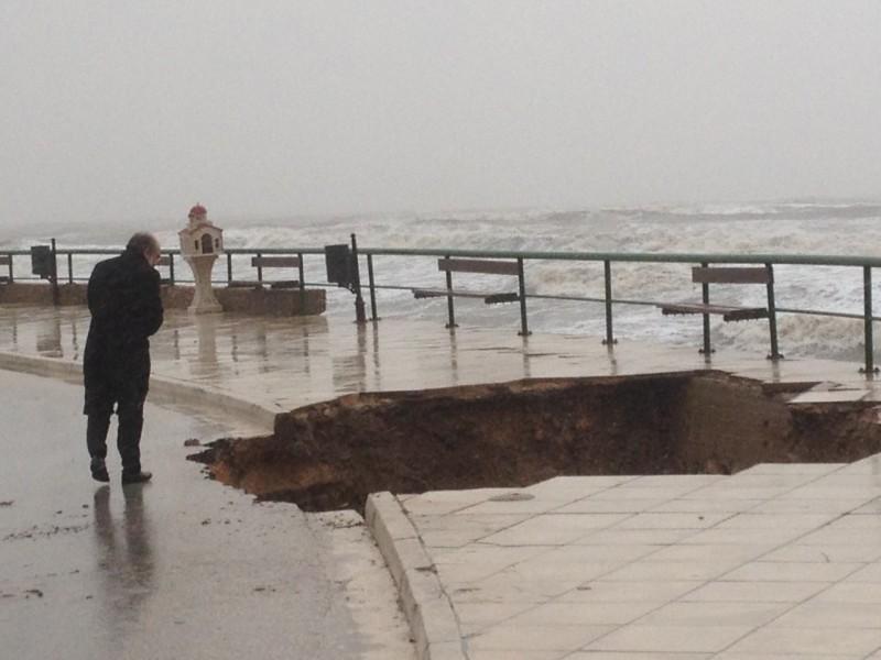 """"""" Έκατσε """" ο δρόμος στην στροφή του Εγνατία !!! Κίνδυνοι για τη παραλιακή λεωφόρο..."""