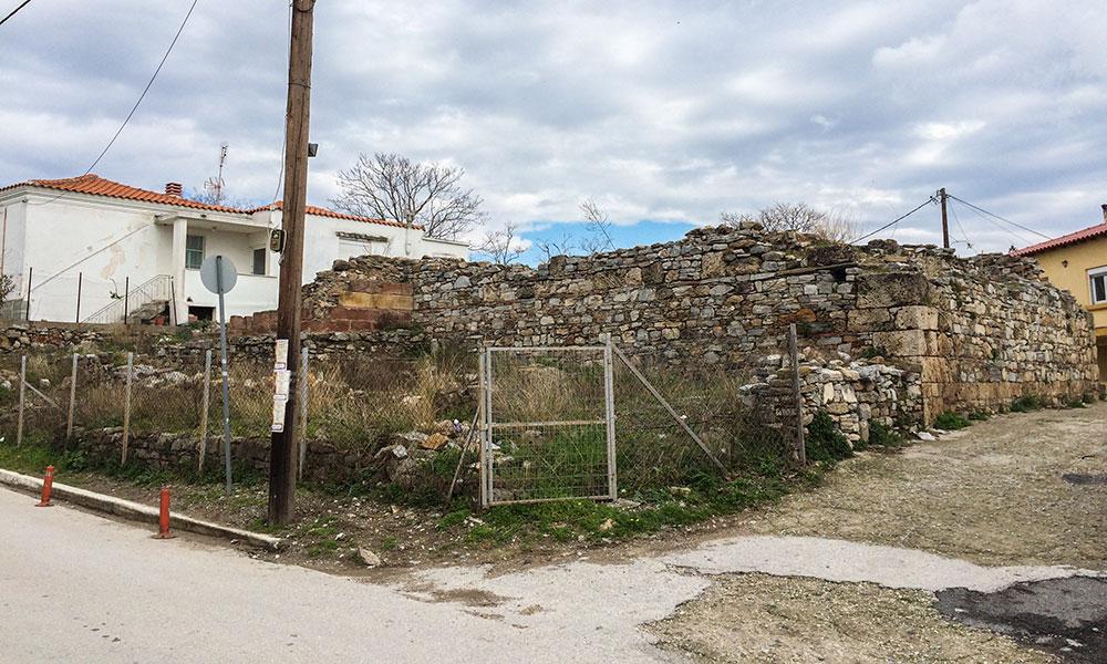 Τμήμα βυζαντινού περίβολου δίπλα στην Αγία Αναστασία Μάκρης