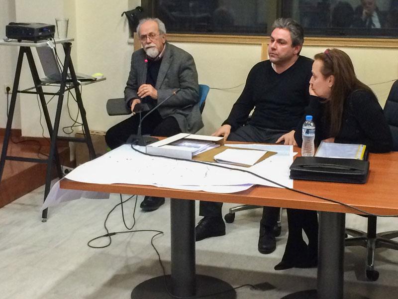 Ο κ. Βόσκογλου (αριστερά) και η κ. Διαμαντίδου (δεξιά) , στη μέση ο κ. Μαστορόπουλος από την Υπηρεσία Δόμησης του δήμου.