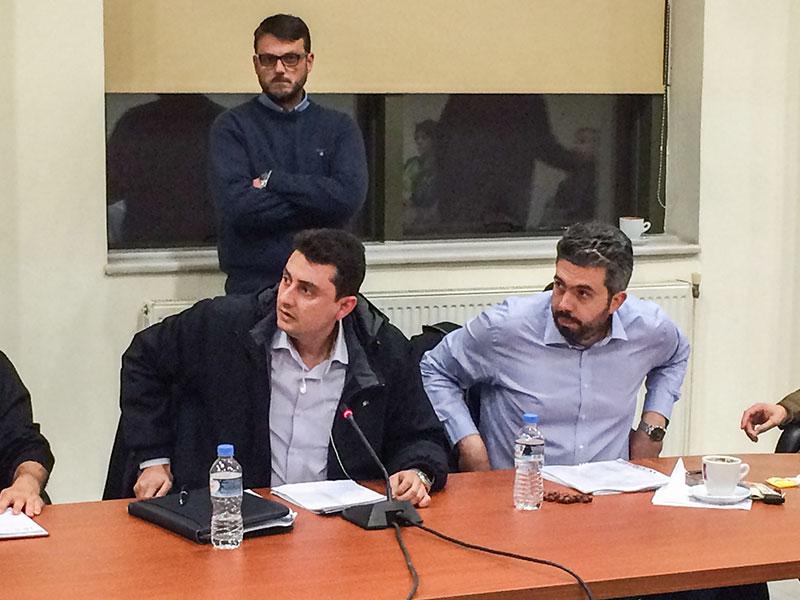 Ο πρόεδρος της Νομαρχιακής Έβρου του ΤΕΕ Θράκης κ. Πολυζώης Παρασκευόπουλος (αριστερά) και το μέλος της Ν.Ε. κ. Σταμάτης Αλβανός (δεξιά). Όρθιος ο δημοτικός σύμβουλος και μέλος της ΝΕ ΤΕΕ Θράκης κ. Γιώργος Κουκουράβας