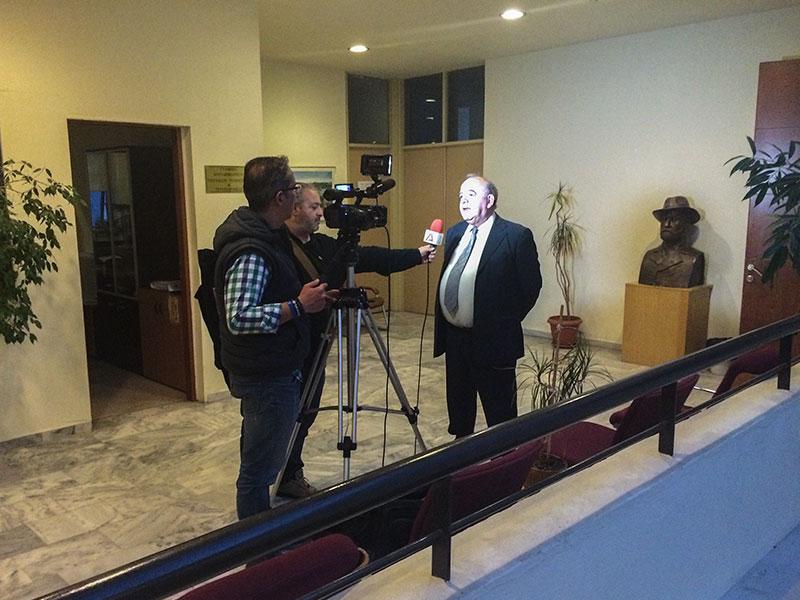 Δηλώσεις κ. Φωτιάδη μετά το πέρας της συνεδρίασης, το μικρόφωνο (λόγω συναδελφικής αλληλεγγύης) ο φίλος Δημήτρης Τασμαλής :-)