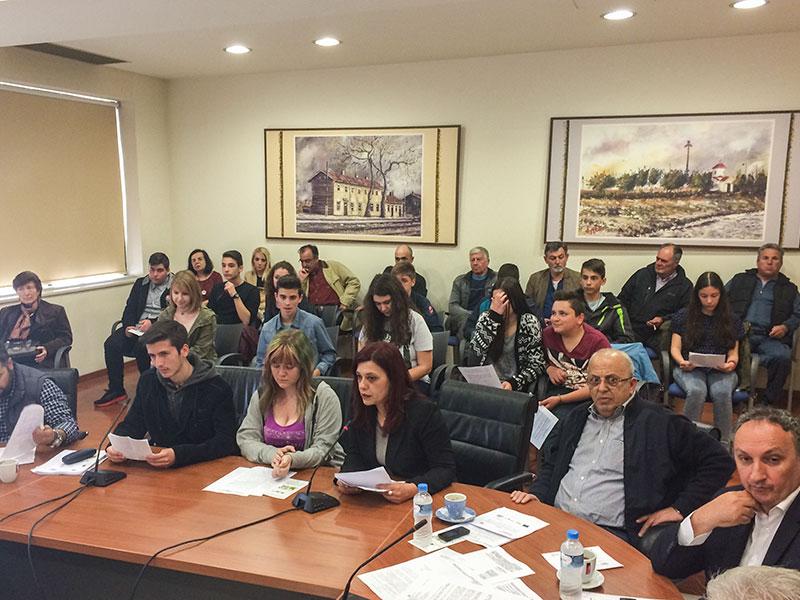 Η κ. Σοφία Τσιροπούλου, υπεύθυνη Περιβαλλοντικής Εκπαίδευσης στη Δευτεροβάθμια Εκπαίδευση Έβρου, παρουσιάζει τις σχολικές ομάδες στο ΔΣ (27/4/2015 18:41)