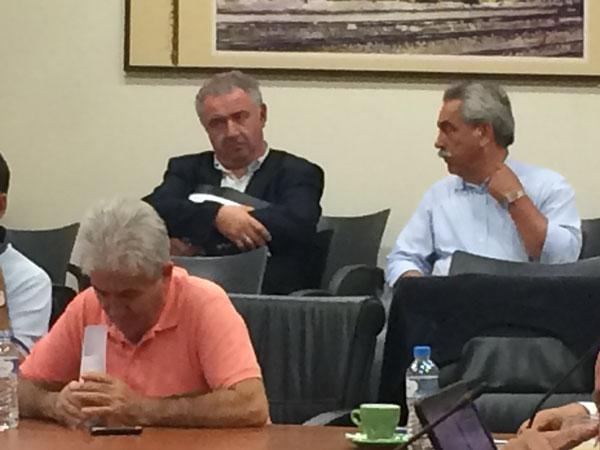 Οι δύο από τους τρεις εκκαθαριστές της ΔΕΠΕΑ στο ΔΣ της 12/5/2015 (αριστερά ο κ. Μανουσόπουλος, δεξιά ο κ. Παπάζογλου)