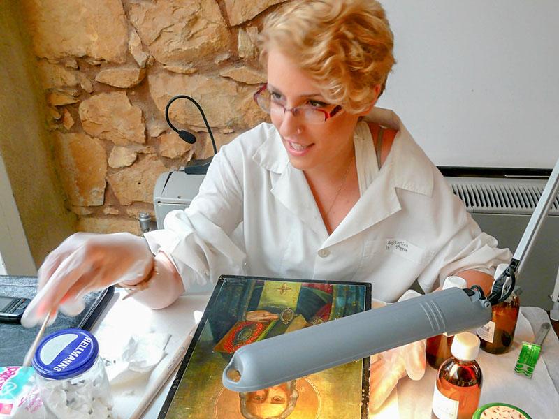 Ελένη Δαγκαλίκα, Διαχειρίστρια-Συντηρήτρια Πολιτιστικών Δημιουργιών Π.Ε. (Πηγή φωτογραφίας: Amalia.tv)