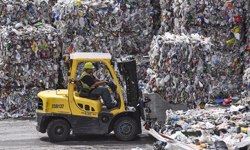 Η Ουάσινγκτον και άλλες τοπικές αρχές πληρώνουν για να απαλλαγούν από προϊόντα που κάποτε τους απέδιδαν ένα κέρδος (Φωτογραφία του Ricky Carioti/The Washington Post)