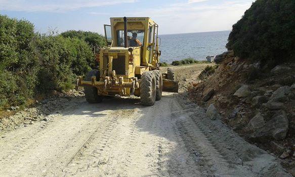 Αποκατάσταση δρόμου Μάκρης-Πετρωτών από συνεργεία του δήμου Μαρωνείας-Σαπών (Κυριακή 28/6/2015)