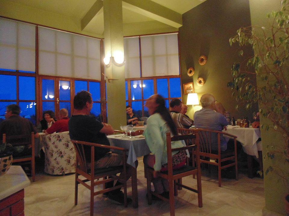 Δείπνο στη Θράσσα (πηγή φωτογραφίας: Θράσσα στο facebook)