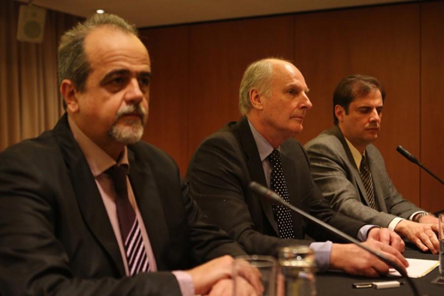 Συνέντευξη Τύπου της Eldorado Gold (12/1/2016) Από αριστερά ο κ. Μιχάλης Θεοδωρόπουλος, ο διευθύνων σύμβουλος και αντιπρόεδρος της Ελληνικός Χρυσός, ο κ. Πωλ Ράιτ, πρόεδρος και διευθύνων σύμβουλος της Eldorado Gold και ο κ. Εντουάρντο Μούρα, υποδιευθυντής της Eldorado και γενικός διευθυντής Ελλάδας.