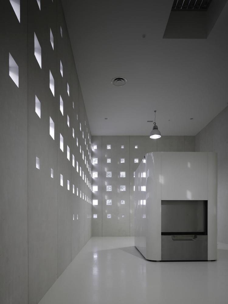 Το κρεματόριο του Αγ. Νικολάου στο Βέλγιο (αρχιτεκτονικό γραφείο KAAN Architecten, πηγή: http://www.archdaily.com/428104/crematorium-heimolen-claus-en-kaan-architecten)