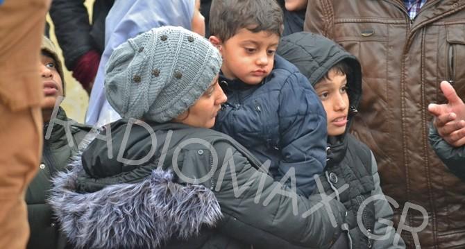 Άφιξη προσφύγων στην Αλεξανδρούπολη (19/2/2016 - πηγή: radiomax.gr & Γιάννης Ναλμπάντης)
