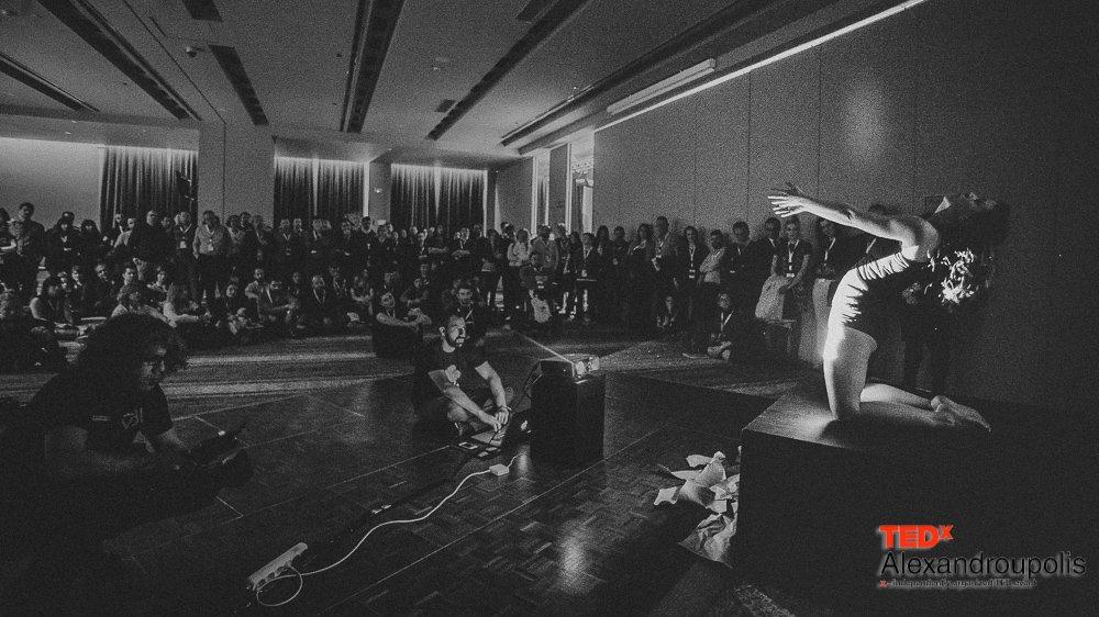 Η περφόρμανς της Χαρίκλειας Βουτσά στο TEDx Αλεξανδρούπολης (13/2/2016)