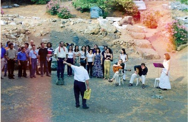 """""""Ο Ήλιος Ο Ηλιάτορας"""" σε μελοποίηση του Θανάση Γκαϊφύλια στον αρχαιολογικό χώρο της Σαμοθράκης το 1998"""