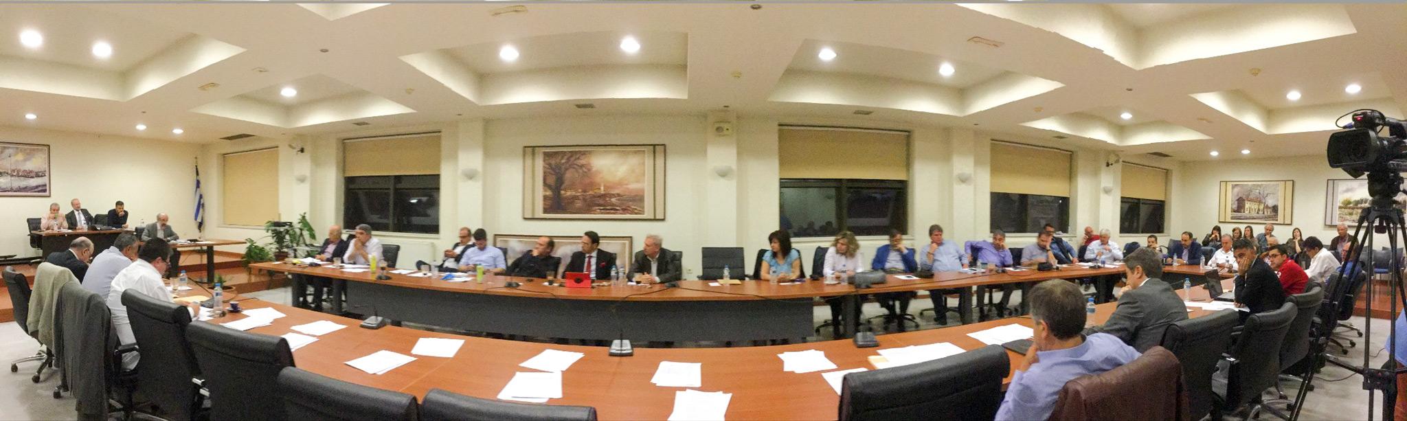 Άποψη της αίθουσας κατά την 8η ειδική συνεδρίαση που προηγήθηκε της 9ης τακτικής (θέμα της ο απολογισμός πεπραγμένων της δημοτικής αρχής και η ετήσια έκθεση του Συμπαραστάτη του Δημότη και της Επιχείρησης - η Λαϊκή Συσπείρωση απείχε)
